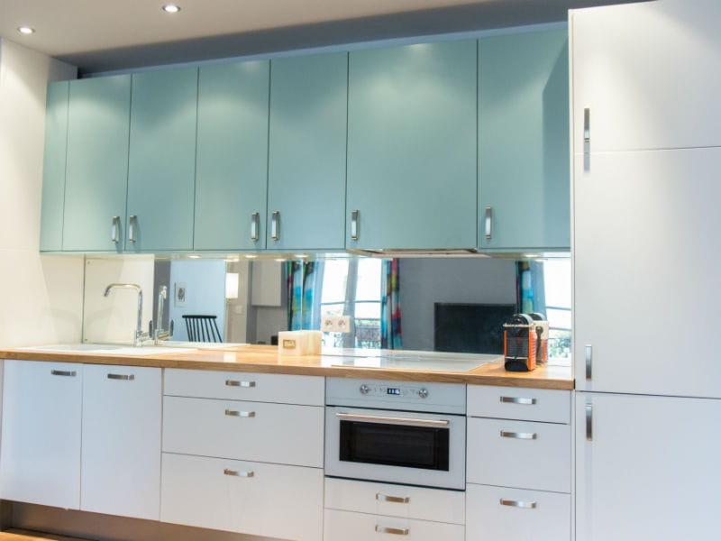 une cuisine en deux teintes les cuisines ikea en. Black Bedroom Furniture Sets. Home Design Ideas