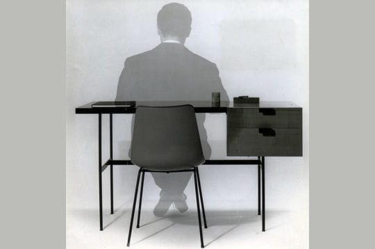 pierre paulin chaise et bureau cm141 retrospective pierre paulin journal des femmes. Black Bedroom Furniture Sets. Home Design Ideas
