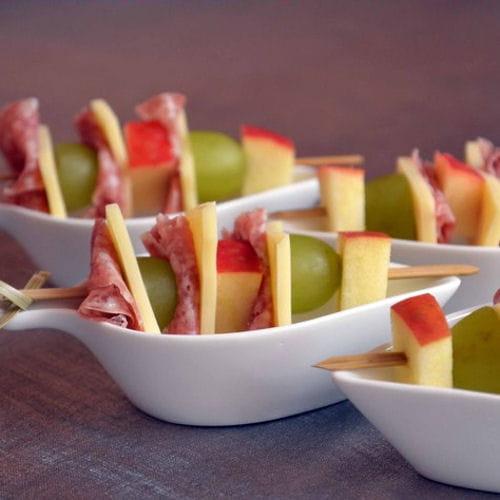 Brochettes de fruits fromage et salami 60 recettes pour un ap ritif dinatoire journal des - Brochettes apero dinatoire ...