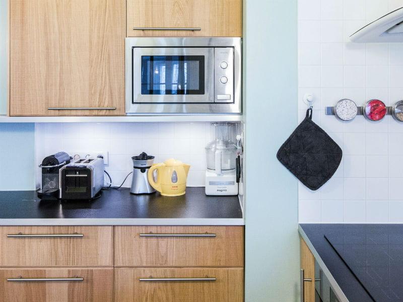 le plan de travail joue les contrastes plan de travail de cuisine 35 mod les sur mesure. Black Bedroom Furniture Sets. Home Design Ideas