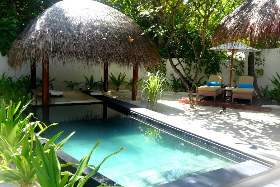 la beach villa et sa salle de bain ext rieur visite du. Black Bedroom Furniture Sets. Home Design Ideas