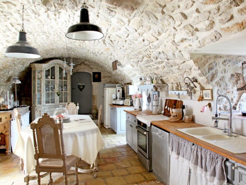 Une cuisine style brocante utiliser le bois dans sa cuisine journal des f - Cuisine style brocante ...