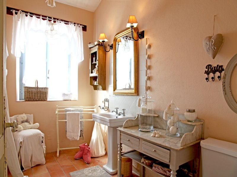 des accessoires romantiques comment accessoiriser sa salle de bains id es d co journal. Black Bedroom Furniture Sets. Home Design Ideas