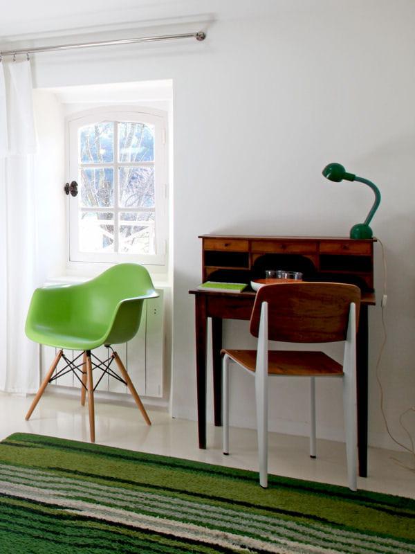 un bureau fa on secr taire l 39 ancienne. Black Bedroom Furniture Sets. Home Design Ideas