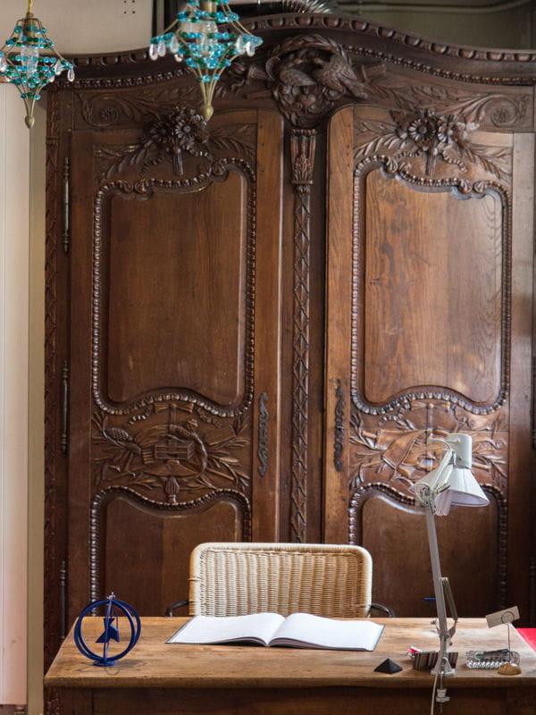 un bureau dans un d cor l 39 ancienne des coins bureau. Black Bedroom Furniture Sets. Home Design Ideas