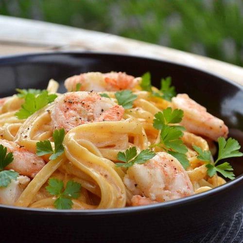 p 226 tes linguine aux crevettes sauce cr 233 meuse 224 l ail paprika fum 233 et citron 30 recettes pour