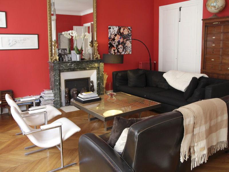 mur rouge clatant au salon la couleur au salon a a du. Black Bedroom Furniture Sets. Home Design Ideas