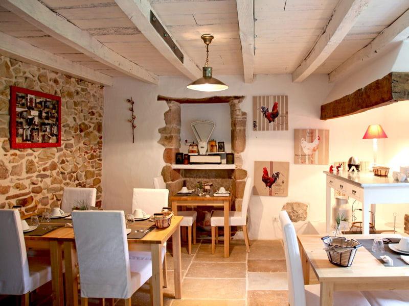Une salle manger en pierre esprit brocante maison en for Salle a manger en pierre