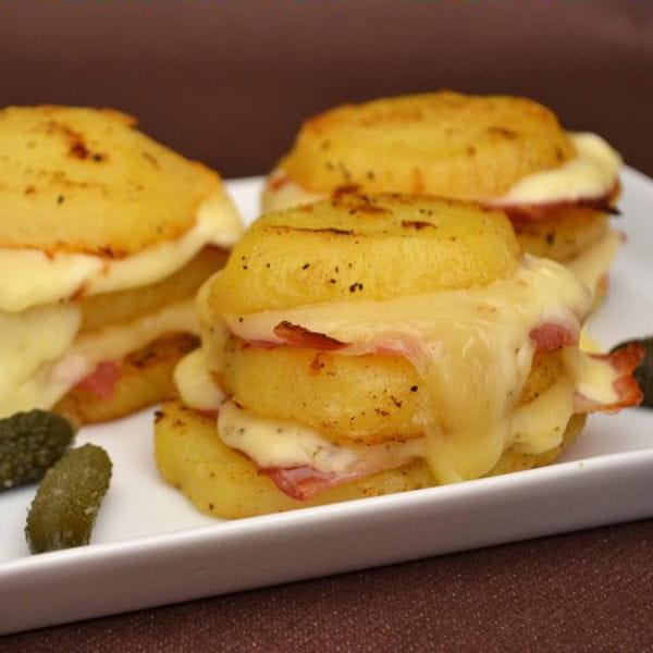 pommes de terre au fromage raclette et lard fum 65 recettes petits prix journal des femmes. Black Bedroom Furniture Sets. Home Design Ideas