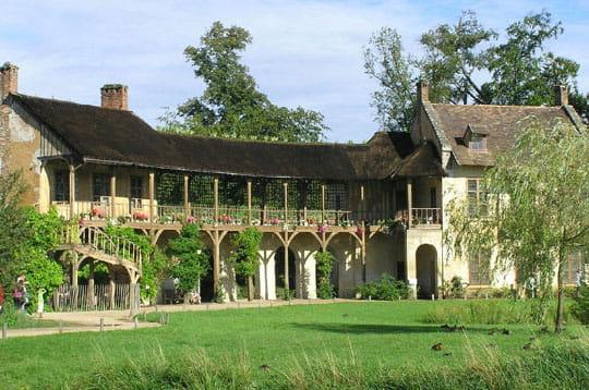 La maison de marie antoinette les jardins du ch teau de versailles journal des femmes - Maison jardin versailles strasbourg ...