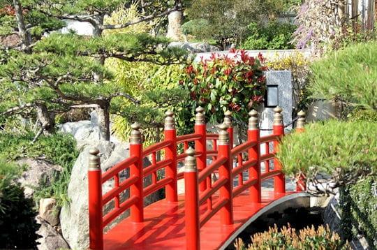 Le petit pont rouge les jardins zen journal des femmes for Pont jardin zen