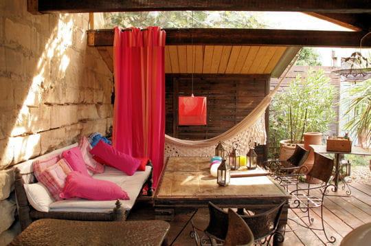 hamac sous les tonnelles r ve d 39 exotisme dans les alpilles journal des femmes. Black Bedroom Furniture Sets. Home Design Ideas