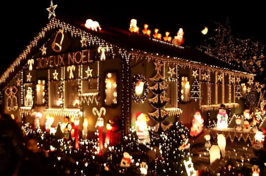Cocheren maisons illumin es journal des femmes - Maison decoree pour noel ...
