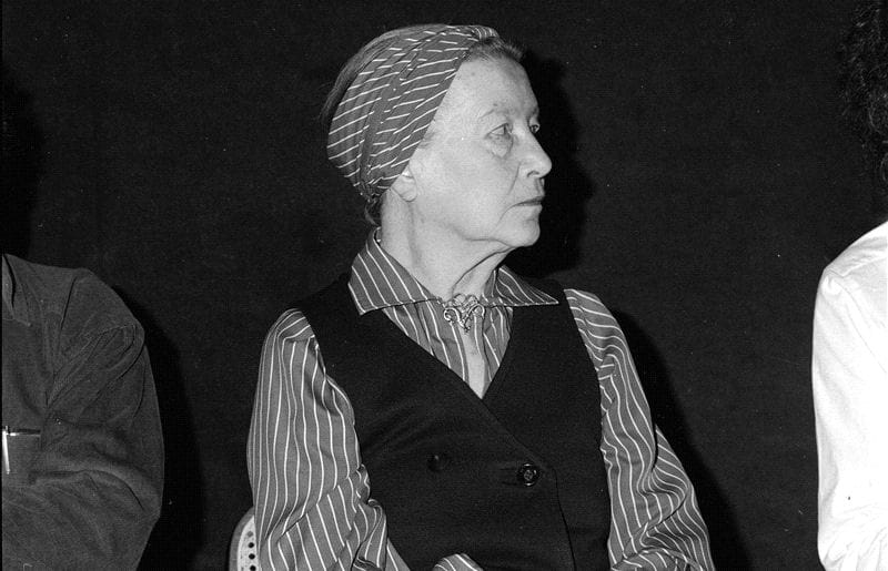 simone de beauvoir en juin 1978, coiffée de sonfameux turban. l'écrivain