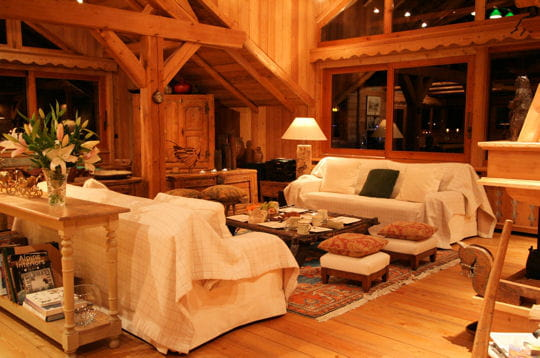 un salon d 39 architecte un chalet de bois sous la neige. Black Bedroom Furniture Sets. Home Design Ideas