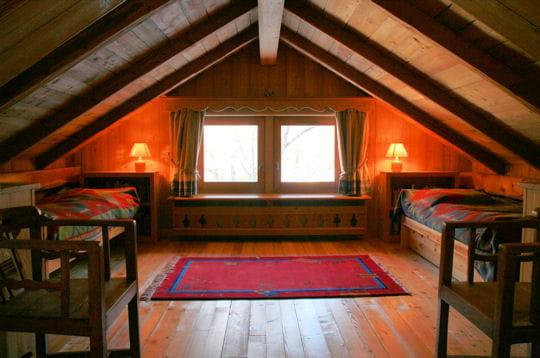 chambre des enfants un chalet de bois sous la neige journal des femmes. Black Bedroom Furniture Sets. Home Design Ideas
