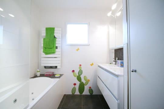 La salle de bains des maisons modulaires pr tes vivre journ - Temperature salle de bain pour bebe ...