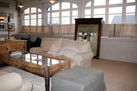 Un salon chaleureux la marine de loire ou la douceur - Deco salon chaleureux ...