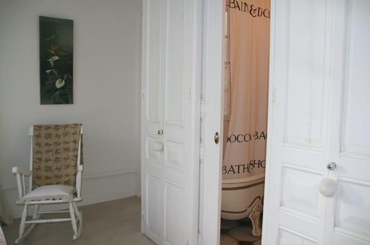 Salle de bains romantique la gu randi re journal des for Salle bain romantique