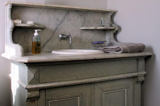 Vieux meuble de salle de bains l 39 epicerie aix en - Meuble salle de bain ancien en bois ...