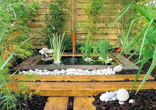 zen des fontaines pour rafra chir votre jardin journal des femmes. Black Bedroom Furniture Sets. Home Design Ideas