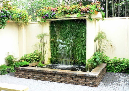 fontaine cascade des fontaines pour rafra chir votre jardin journal des femmes. Black Bedroom Furniture Sets. Home Design Ideas