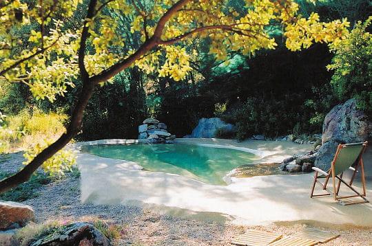 Un petit air de plage de r ve 30 piscines design pour se for Reve d eau piscine