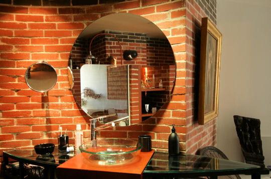 salle de bains en alc ve une maison atypique en bord de mer journal des femmes. Black Bedroom Furniture Sets. Home Design Ideas