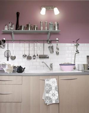Pour une cuisine raffin e for Peinture mur cuisine credence marron