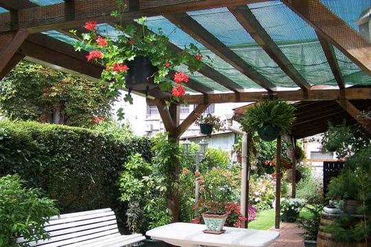 La terrasse chaleureuse terrasse couverte les exemples for Decoration de terrasse couverte