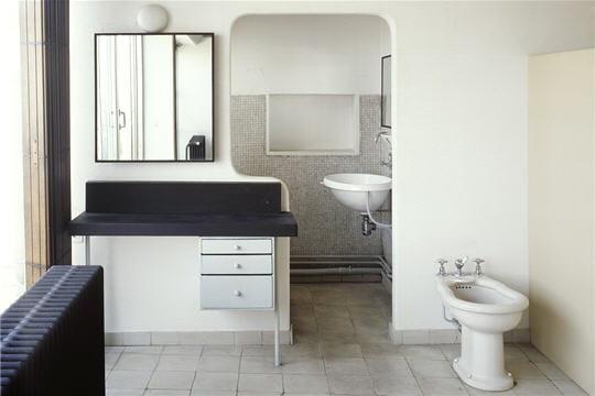 La salle de bains viste de l 39 appartement atelier le - Salle de bain villa savoye ...