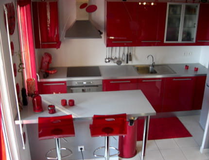 Une cuisine tout en rouge la maison de c dric journal for Photos de salle a manger pour deco cuisine