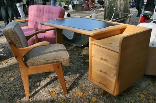 bureau tudiant 1960 les 19e puces du design paris journal des femmes. Black Bedroom Furniture Sets. Home Design Ideas