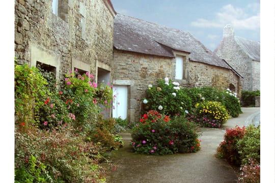 Plus de 1000 id es propos de maisons bretonnes sur pinterest for Architecture bretonne traditionnelle