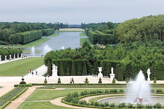 Les jardins de versailles bassins extraordinaires une source d 39 inspiration journal des femmes - Deco jardin noel versailles ...
