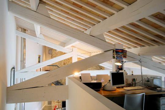 un bureau en hauteur version moderne d 39 une ancienne forge journal des femmes. Black Bedroom Furniture Sets. Home Design Ideas