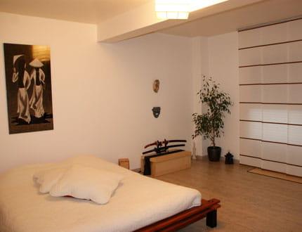une chambre l 39 esprit zen visitez la maison de charlene journal des femmes. Black Bedroom Furniture Sets. Home Design Ideas