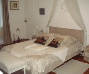 le romantisme na t du ciel de lit et des voilages blancs visitez la maison de sophie. Black Bedroom Furniture Sets. Home Design Ideas