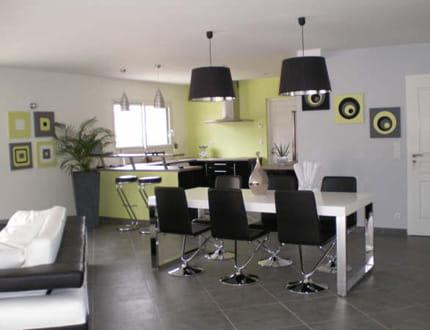 Une salle manger design et ludique la maison de mathilde journal des femmes - Salle een diner contemporaine ...