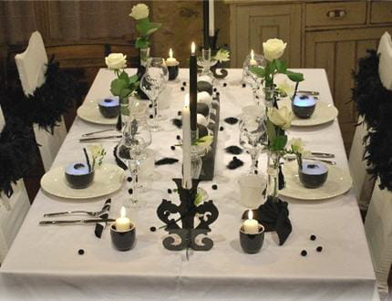 Table so chic en noir et blanc for Table noir et blanc