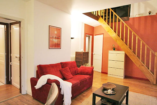 l 39 escalier apr s home staging red corer pour mieux revendre journal des femmes. Black Bedroom Furniture Sets. Home Design Ideas