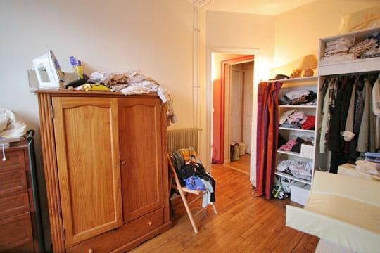 le dressing du b b avant home staging journal des femmes. Black Bedroom Furniture Sets. Home Design Ideas
