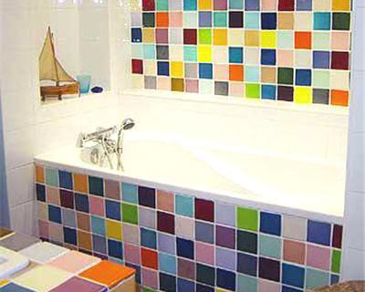 la salle de bains multicolore de corinne 20 pi ces color es de lectrices journal des femmes. Black Bedroom Furniture Sets. Home Design Ideas