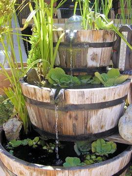 tonneaux de bois les plus beaux bassins journal des femmes. Black Bedroom Furniture Sets. Home Design Ideas