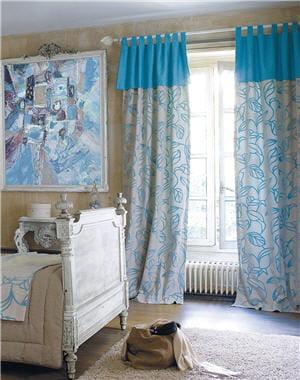 rideau bonne femme rideau relev sur le c t par une. Black Bedroom Furniture Sets. Home Design Ideas