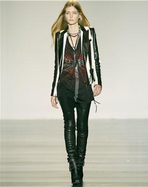 http://www.journaldesfemmes.com/luxe/haute-couture/selection/le-meilleur-des-defiles-pret-a-porter/image/ensemble-veste-leggings-cuir-barbara-bui-395029.jpg