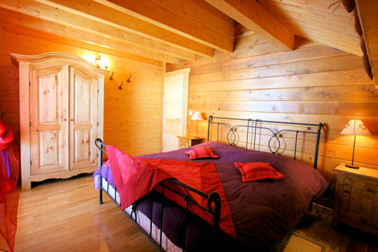 couleurs la chambre le hors piste un chalet tradition journal des femmes. Black Bedroom Furniture Sets. Home Design Ideas