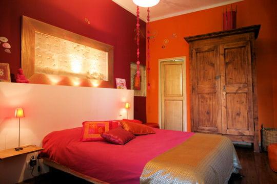 Ambiance orientale la maison d 39 aurore 10 chambres de d corateur tout en couleurs journal for Peinture chambre rouge et beige
