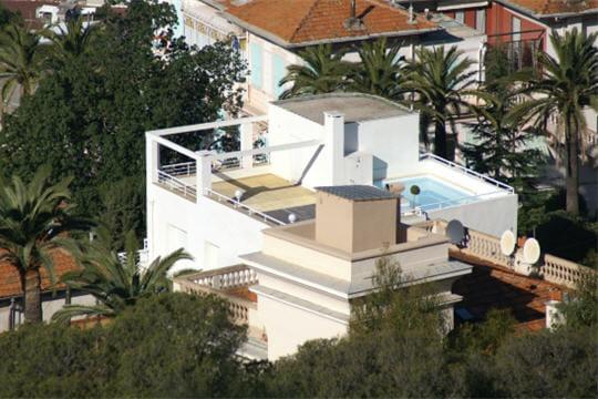 piscine sur toit 20 villas de r ve travers le monde journal des femmes. Black Bedroom Furniture Sets. Home Design Ideas