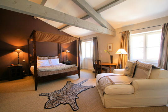 La chambre avec vue la maison sur la sorgue journal des femmes - Maison coloniale canape ...